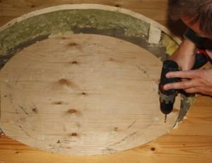 En kraftig krydsfiner lagt ned under gulvet.