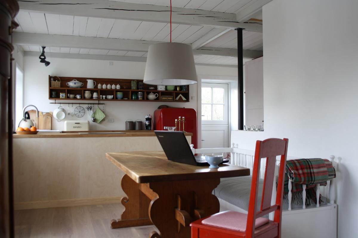 Spisebord og stol