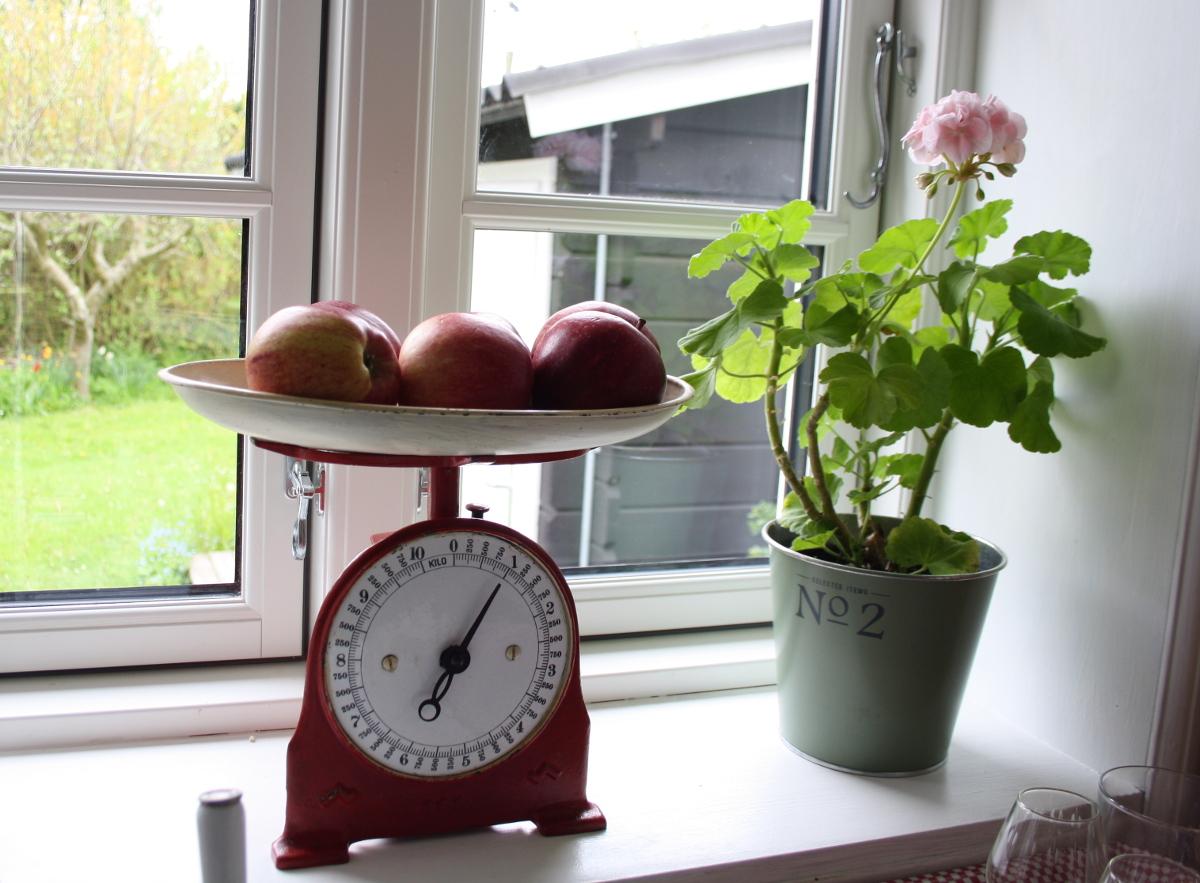 Vægt med æbler